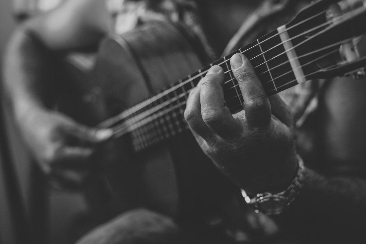 guitar-2428921_1920